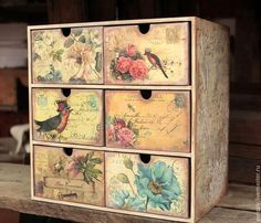 Mini cómoda hecha a mano. Feria de Maestros - hecho a mano. Decoupage Furniture, Reupholster Furniture, Painted Furniture, Decoupage Vintage, Decoupage Box, Shabby Chic Cards, Vintage Shabby Chic, Diy Arts And Crafts, Paper Crafts