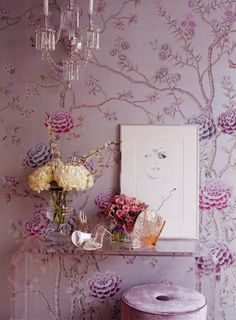 love the Lucite table with the chinoiserie wallpaper. Chinoiserie Chic #SilkRoute