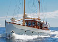 Alden 62 ft Motor Sailer 1938 boat for sale Yacht Design, Boat Design, Speed Boats, Power Boats, Course Vintage, Classic Wooden Boats, Classic Boat, Classic Yachts, Vintage Boats