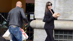 """MILANO L'attrice Monica Bellucci, fa il suo ruolo di """"zia acquisita"""" e si precipita subito a casa dell'amica Ilaria D'Amico per farle"""