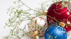 Free wallpapers of Christmas ornaments will beautifully decorate your Desktop for Christmas. Pretty ornaments spruce up all places of our den and add the required gilt to all our Christmas adornments. Even the most unnoticeable parts of our very special decoration items become incredibly striking solely because of Christmas ornaments. Wallpapers of Christmas ornaments seem to be an option everyone feels like taking an advantage of.