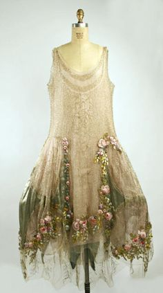 1928 Boué Soeurs court presentation dress. Love how it looks like she ran through a wet garden on her way there.
