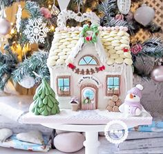 Lady Berry Gingerbread house www.ladyberrycupcakes.co.uk Gingerbread House Parties, Christmas Gingerbread House, Christmas Cookies, Gingerbread Houses, Christmas Baking, Christmas Fun, Christmas Decorations, How To Make Gingerbread, Ginger House