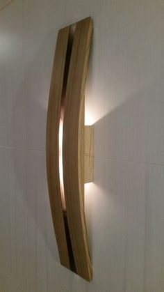 LED Wandleuchte mit zwei Lampen Eiche Holz erholt von Fässern house MADE to ORDER Wall lamp with two LED lights, made of oak wood recovered from barrels for aging wine, applique Led Wall Lamp, Led Wall Sconce, Wall Sconces, Wine Barrel Furniture, Lumiere Led, Wooden Lamp, Lighting Design, Light Fixtures, Wall Lights
