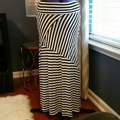 Black/white striped maxi skirt Gently used. Made of a stretchy material Skirts Maxi