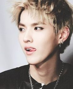 He is licking his lips OMG that is such a turn on lol #MCM#man#crush#monday#exo#kris