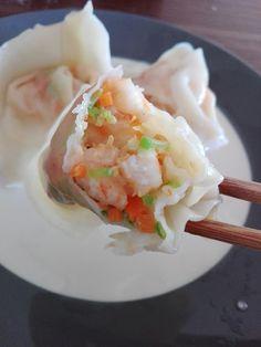 Wonton aux crevettes 鲜虾馄饨 - The Best Asian Recipes Easy Soup Recipes, Fish Recipes, Vegetable Recipes, Indian Food Recipes, Asian Recipes, Japanese Recipes, Thai Recipes, Healthy Food List, Healthy Recipes