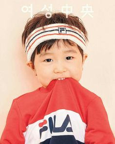 Ko Ji Yong and son Seungjae model comfy 'Fila' sportswear in 'Women's Joong Ang'! Superman Cast, Superman Kids, Baby Born Clothes, Disney Baby Clothes, Korean Babies, Asian Babies, Cute Kids, Cute Babies, Superman Wallpaper