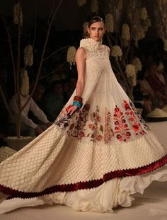 WeddingSutra Editors' Rohit Bal at Delhi Couture Week 2011 Rohit Bal, Dr Martens Outfit, India Fashion, Asian Fashion, London Fashion, Folk Fashion, Indian Dresses, Indian Outfits, Beautiful Gowns