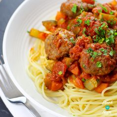 This Low Syn Meatball Marinara is perfect for the whole family, in fact it's that good they probably won't even realise it's a Slimming World… Beef Recipes, Cooking Recipes, Healthy Recipes, Healthy Dinners, Healthy Foods, Recipies, Slimming World Recipes Uk, Marinara Recipe, Marinara Sauce