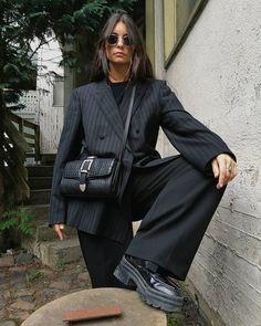 Gli Arcani Supremi (Vox clamantis in deserto - Gothian): Fall 2018 and Winter fashion trends, outfits and the New Street Style Black Women Fashion, Look Fashion, Winter Fashion, Womens Fashion, Fashion Trends, Fashion Vest, Fall Fashion Outfits, 80s Fashion, Fashion Killa
