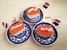 Kijk wat ik gevonden heb op Freubelweb.nl: een gratis haakpatroon van Draad en Praat voor een oranje tompouce https://www.freubelweb.nl/freubel-zelf/zelf-maken-met-haakkatoen-21/