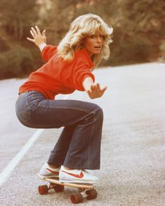 Farrah Fawcett passed away at a. on Thursday, June Farrah Fawcett has died of anal cancer at age 62 with Alana Stewart and Ryan O'Neal by Farrah Fawcett, Sport Chic, Moda Fashion, 70s Fashion, Hippie Fashion, Surf Fashion, Fashion Photo, Beautiful Celebrities, Beautiful People