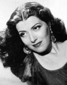 """Gloria Marín (1919-1983) Conocida en sus inicios como """"La precoz Glorina"""", fue una actriz de la Época de oro del cine mexicano y una primera actriz de la televisión de México por más de 30 años."""