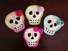 crochet applique free crochet skull pattern, thanks so xox Appliques Au Crochet, Crochet Skull Patterns, Crochet Motif, Knitting Patterns, Love Crochet, Diy Crochet, Crochet Crafts, Yarn Crafts, Ravelry Crochet