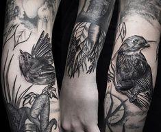 Flora y fauna por @irenelazuen en @42ndtattoo  /AGENDAABIERTA/ . . .  Booking & appointment  Recepcion@42tattoo.com WhatsApp (34) 625 40 31 13 . . . #madeinkspain#inkstagram#illustration#sketch#tattoo#barcelona #blackwork#tttism #bird #bcn #tattoos#crazytattoos#thebesttattooartist#42ndtattoo#42ndtattooparlour #tattooed  # #newtattooworkers#inkmaster#tattooup#tattooflash#oldlines #tattoosnob #ink #pajaro #raiz #ladytattooer