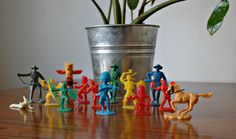 Personnages jouets plastique indiens et cowboys / CamilleVintage Cowboys And Indians, Vintage Toys, Planter Pots, Etsy, Plastic, Toys, Handmade Gifts, Unique Jewelry, Characters
