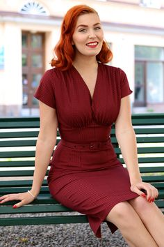 Elegant retro clothing which turns the dust of everyday life into a golden haze. Vintage Outfits, Vintage Dresses, Vintage Fashion, Vintage Clothing, Pin Up Outfits, Cool Outfits, Pin Up Kleidung, Rockabilly Outfits, Vintage Mode