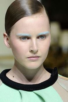 Google Image Result for http://file.trendhunter.com/thumbs/runway-eyebrows-beauty.jpeg