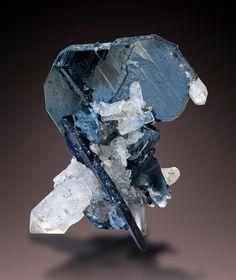 Hematite - Cavradi, Val Curnera, Tujetsch, Graubünden, Switzerland Size: 4.9 x 4.1 x 2.4 cm