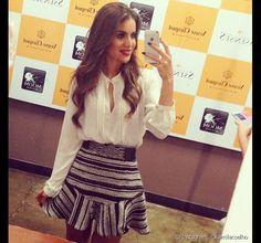 A blogueira Camila Coelhogosta de variar o visual com rabo de cavalo alto…