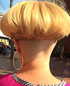 The Effective Pictures We Offer You About nape undercut side A quality picture can tell you many thi Very Short Haircuts, Short Bob Hairstyles, Cool Hairstyles, Shaved Bob, Shaved Nape, Nape Undercut, Undercut Hairstyles, Bowl Haircut Women, Short Hair Cuts