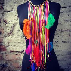 Collar carnaval 2015 Diseños Jennyfer Colorado para pedidos comunicarse al What 3005060643 Burning Man Fashion, Purse Handles, Costume Shop, Fabric Jewelry, Leather Fringe, Rave Outfits, Festival Outfits, Handmade Art, Swagg