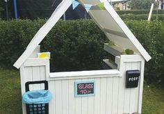 Bygg lekekiosk til barna med paller - viivilla.no Smoothie Bar, Kiosk, Outdoor Living, Outdoor Decor, Play Houses, Curb Appeal, Diy For Kids, Playground, Shed