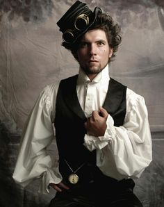 A guide to Steampunk fashion: costume tutorials, Steampunk clothing guide, cosplay photo gallery, updated calendar of Steampunk events, and more. Steampunk Cosplay, Viktorianischer Steampunk, Steampunk Clothing, Steampunk Fashion Men, Steampunk Theme, Steampunk Crafts, Steampunk Design, Renaissance Clothing, Steampunk Necklace