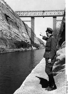 German officer at the Isthmus Canal, Corinth. Corinth Canal, Germany Ww2, Strange Photos, Athens Greece, Japan, Military Diorama, Ancient Greece, Military History, World War Two