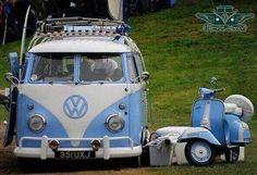 Motoneta y Combi Volkswagen retro.