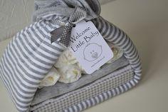 Een uniek kraamcadeau van feestboxen.nl! Alles van dit cadeau kan gebruikt worden!  Kraam, cadeau, luier, buidel, deken, zwanger, babyshower, unisex, jongen, meisje, rompertje,