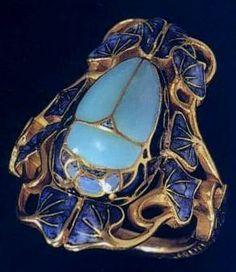 Art Nouveau Plique-à-Jour Enamel and Gold Scarab Ring by René-Jules Lalique… Bijoux Art Nouveau, Art Nouveau Jewelry, Jewelry Art, Vintage Jewelry, Fine Jewelry, Jewelry Design, Gold Jewelry, Jewellery, Jewelry Making