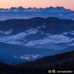 #praveslovenske od @tomasbartko  High Tatras from Kojsov at sunset. #slovakia #kojsovskahola #hightatras #vysoketatry #tatry #mountains #sunset #hills #nature #landscape #winter #hiking #slovensko #trees #forest