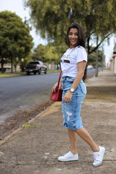 Saia Jeans Midi Ingrid in 2020 Skirt Outfits Modest, Denim Skirt Outfits, Curvy Outfits, Chic Outfits, Trendy Outfits, Summer Outfits, Fashion Outfits, Modest Wear, Jeans Dress
