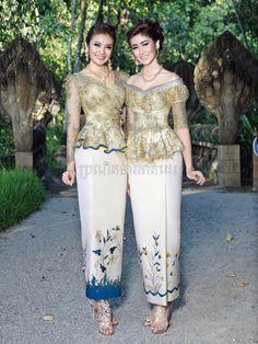 khmer traditional dress Beautiful skirt Love the top color too Gaun Dress, Kebaya Dress, Thai Traditional Dress, Traditional Outfits, Thai Wedding Dress, Khmer Wedding, Skirt And Top Dress, Filipiniana Dress, Myanmar Dress Design