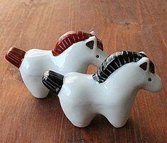 Horse (ema) hashioki.