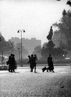 Avenue Philippe Auguste, 1972 by Robert Doisneau Minimalist Photography, Urban Photography, Color Photography, Vintage Photography, Robert Doisneau, Henri Cartier Bresson, French Photographers, Street Photographers, Man Ray
