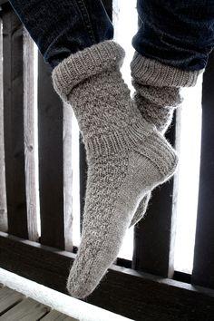 Knitting Charts, Knitting Socks, Hand Knitting, Knitting Patterns, Wool Socks, Men's Socks, Leg Warmers, Needlework, Mens Fashion