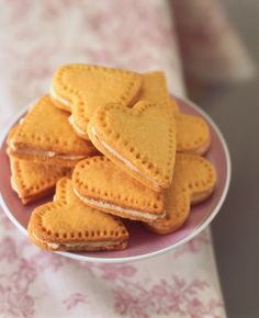 Custard Cream Hearts: they are not hard to make and fabulous to eat, on top of their heavenly appearance.