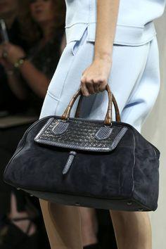 Bottega Veneta Spring 2015 Ready-to-Wear Fashion Show Details Unique Handbags, Cheap Handbags, Luxury Handbags, Fashion Handbags, Purses And Handbags, Fashion Bags, Fashion Accessories, Luxury Purses, Designer Handbags