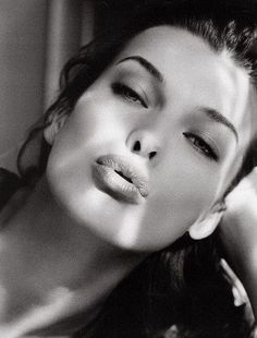 Milla Jovovich - Photo posted by fandeseries Milla Jovovich, Beautiful Lips, Most Beautiful Women, Black And White Portraits, Black And White Photography, Photography Women, Portrait Photography, Lumiere Photo, Portrait Fotografie Inspiration