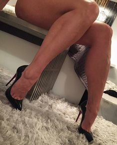 High Heel Pumps, Pumps Heels, Stiletto Heels, Stilettos, Killer Heels, Great Legs, Red Sole, Red Bottoms, Beautiful Legs