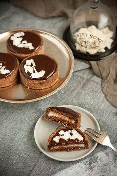 Kókuszos-étcsokoládés tart recept - Kifőztük, online gasztromagazin Paleo, Cookie Cups, Hungarian Recipes, Vegan Cake, Cake Cookies, Tiramisu, Food And Drink, Sweets, Snacks