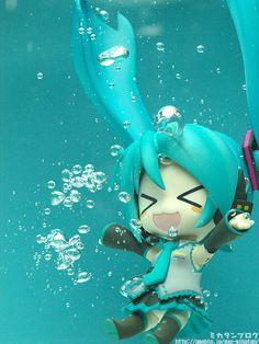 HATSUNE MIKU FIGURES // hahaha this is super cute!