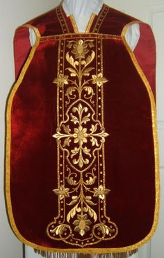 http://www.luzarvestments.co.uk/lmsred_pages/Roman%20Vestment%204143f.jpg
