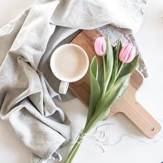 Happy Friday everyone! . . . #coffee #coffeeandseasons #adoremycupofcoffee #inspiredbypetals #petalsandprops #thebotanicalseries #flowersofinstagram #tulips #flatlay #stillography #persuepretty #slowliving #thatsdarling #still_life_gallery #tv_stilllife #stilllife #gatheredstyle #alittlebeautyeveryday #theartofslowliving #feedfeed #f52grams #ccseasonal #floralfridaycompetition