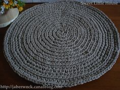 le tapis crochet en trapilho tuto tricot crochet pure loisirs trapillo t shirt yarn. Black Bedroom Furniture Sets. Home Design Ideas