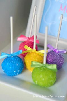 Cake pops muy coloridos! / Colourful cake pops! By karas party ideas