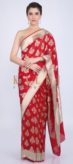 Stunning red saree featuring in brocade silk. Its adorn in floral butti all over along with a contrasting gold border highlighting its look. Wedding Sarees, Bridal Sarees, Indian Saris, Plain Saree, Red Saree, Indian Fashion, Silk Sarees, Festive, Free Shipping